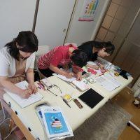 学生時代より?真剣に楽しく学ばれてる様子は素敵な方ほど自分の人生に前向きだからでしょうか。ISDリズム専科 in 愛媛県東温市