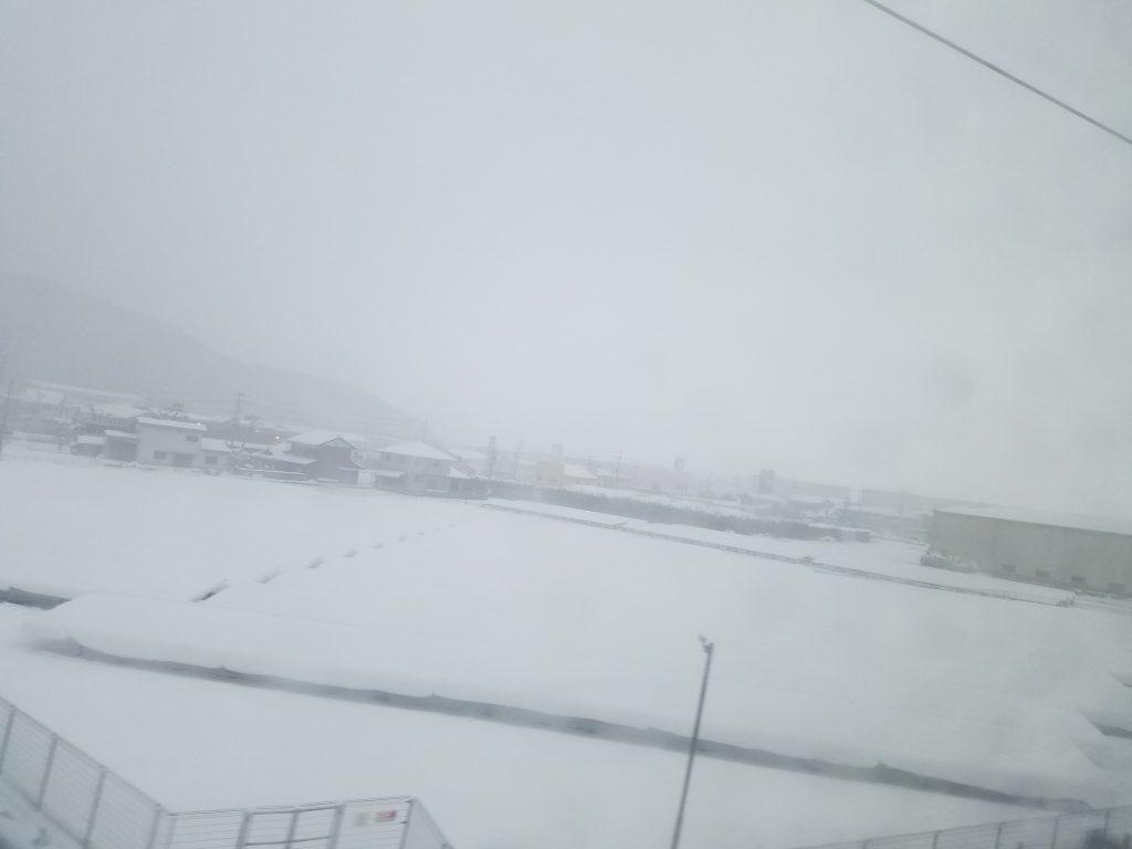 小山市にてISD個性心理学の勉強会に向かう新幹線の車中。大雪のため80分遅延